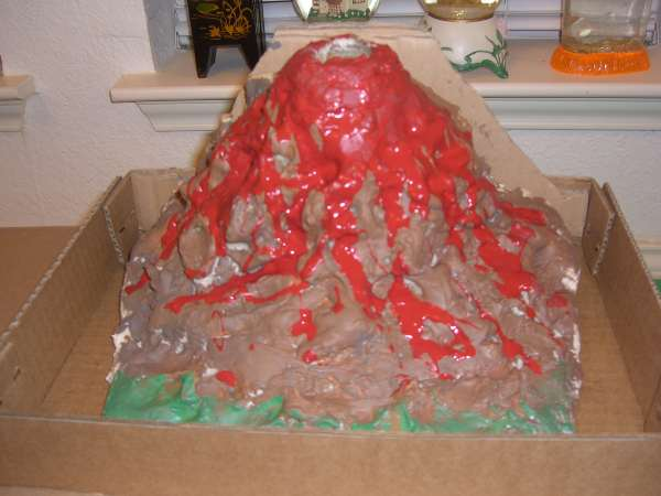 Вулкан из гипса